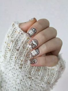 Winter nails on We Heart It