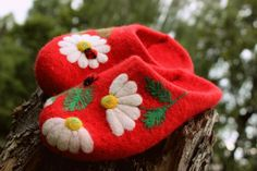 Felted House Red Shoes Les camomilles Felt ♡ by FeltZeppelin on Etsy