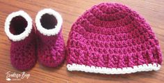 Very cute 50 min easy crochet baby booties and hat pattern. An easy free crochet baby pattern and hat set, great for beginners! Easy Crochet Baby Hat, Crochet Baby Boots, Crochet Baby Clothes, Newborn Crochet, Baby Blanket Crochet, Crochet Yarn, Free Crochet, Simple Crochet, Booties Crochet