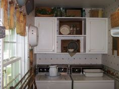 I like the combo of closed cupboards and open shelves
