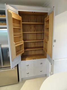 Ideas for kitchen pantry cabinet standalone larder cupboard Kitchen Furniture Storage, Free Standing Kitchen Pantry, Freestanding Kitchen, Pantry Redo, Built In Pantry, Kitchen Pantry Cupboard, Pantry Cabinet, Pantry Cupboard, Kitchen Pantry Cabinets