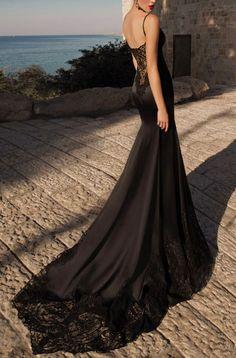 Przepiękna czarna suknia