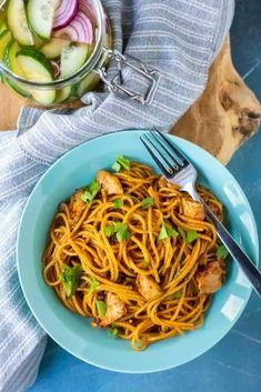 Surinaamse bami - Francesca Kookt Japchae, Food Inspiration, Spaghetti, Pasta, Ethnic Recipes, Yum Yum, Indian, Noodle, Pasta Recipes