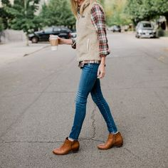 The perfect plaid shirt for Fall. Slightly fitted plaid flannel. Worn with everyday jeans by AG, Sam Edeleman booties, and a Patagonia Los Gatos vest. Style Preppy, Preppy Girl, My Style, Preppy Fashion, Classic Style, Fashion Outfits, Flannel Outfits, Fall Outfits, Plaid Flannel