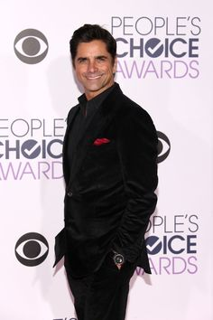 Pin for Later: Les Hommes les Plus Sexy d'Hollywood Se Sont Tous Rendu aux People's Choice Awards 2016 John Stamos