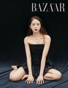 BLACKPINK Jisoo will star the new cover of Harper's BAZAAR Korea Magazine for June 2019 Issue. This issue will feature 8 pages Jisoo photoshoot and 4 pages Lisa photoshoot Jung So Min, Forever Young, Kim Jisoo Blackpink, South Korean Girls, Korean Girl Groups, Black Pink ジス, Jennie Lisa, Park Chaeyoung, Soyeon