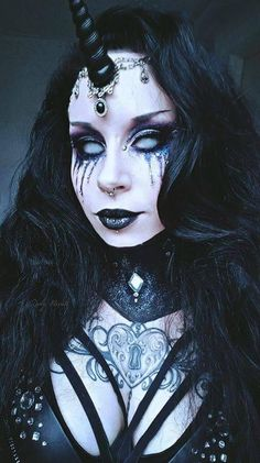 New Makeup Artist Outfit Black Fashion Hair Ideas Dark Unicorn Costume, Demon Costume, Unicorn Halloween, Costume Makeup, Demon Makeup, Fx Makeup, Dark Makeup, Goth Makeup, Costume Halloween