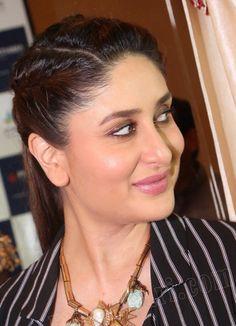 Bollywood Actress Hot Photos, Beautiful Bollywood Actress, Most Beautiful Indian Actress, Beautiful Muslim Women, Beautiful Girl Image, Beautiful Celebrities, Kareena Kapoor Saree, Indian Natural Beauty, Indian Beauty Saree