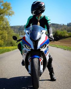 BMW S1000RR R65, Bmw S1000rr, Bmw Sport, Motos Bmw, Golf Bags, Foto E Video, Motorcycle, Vehicles, Instagram