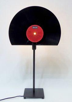♫ Tischlampe aus Schallplatte, Vinyl, Tischleuchte von VinylKunst Aurum - Schallplatten Upcycling der besonderen ART auf DaWanda.com