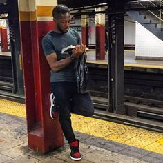Instagram-Account-Shares-Hot-Dudes-Reading-Books Guys Read, Instagram Accounts, Instagram Posts, Nyc Subway, Man Images, Lip Service, Man Crush, Books To Read, Reading Books