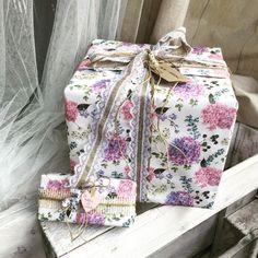 Shabby chic gift wrap