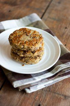 Härkäpapupihvit Vegan Vegetarian, Vegetarian Recipes, Cooking Recipes, Vegan Challenge, Vegan Burgers, Muffin, Food And Drink, Gluten Free, Meals