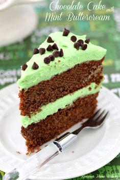 chocolate cake with mint buttercream recipe roxanashomebaking 4 Mini Chocolate Chips, Mint Chocolate, Chocolate Cake, Homemade Chocolate, Sweet Recipes, Cake Recipes, Dessert Recipes, Cupcake Cakes, Cupcakes
