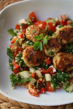 Jaa oliko maailmassa muitakin ruokia kuin tabbouleh-salaatti? Tuntuu, etten ole vapun jälkeen syönyt henkeni pitimiksi juuri muuta kuin tätä L…
