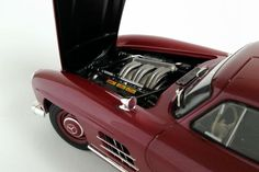 Mercedes-Benz 300SL Gullwing - 1:18 Scale Diecast Model Car