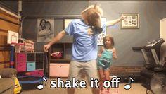 Este papá que baila con su hija al ritmo de Taylor Swift. | 17 papás que sin duda ganaron 2014