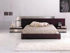 lit moderne avec un matelas couleur crème table de nuit
