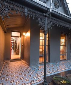 Olde English Tiles' gorgeous tessellated tiled floors can revitalise and transform a tired verandah into a spectacular, welcoming entrance to your home. Terrace House Exterior, Victorian Terrace House, Victorian Buildings, Exterior House Colors, Brick Facade, Facade House, House Exteriors, Fung Shui Home, Porch Tile
