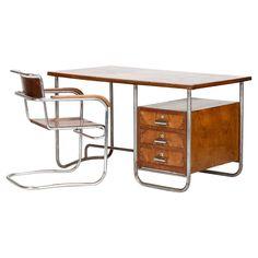 Italian Bauhaus Desk Marcel Breuer - Okay Art Bauhaus Interior, Bauhaus Furniture, Steel Furniture, Home Furniture, Furniture Design, Furniture Dolly, Furniture Stores, Luxury Furniture, Bauhaus Design