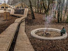 Situé dans la municipalité de Rebild, le Danemark du nord, école de Skørping a créé un terrain de jeu interactif fait à partir du bois viable de Kebony. Le projet a été choisi en tant qu'un des gagnants dans une campagne par le danois Realdania, avec l'accent mis sur encourager les étudiants à être plus énergiques, en particulier ceux qui mènent normalement les vies moins actives. L'entreprise, dirigée par l'entreprise danoise VEGA Landskab d'architecte paysagiste, complète parfaitement…