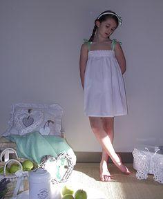 Camisón Charlotte, de Mónica Rodríguez para Lan Fairy Young Girl Models, Little Girl Models, Cute Little Girl Dresses, Girls White Dress, Child Models, Cute Dresses, Girls Dresses, Preteen Girls Fashion, Young Girl Fashion