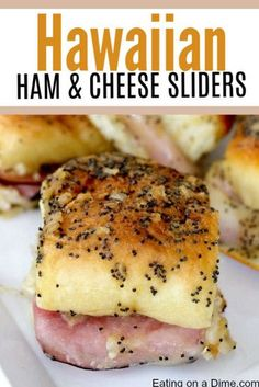 These Hawaiian ham and cheese sliders recipe are easy to make. They are the best Ham and cheese sliders! You'll love these Hawaiian Ham and Cheese Sliders! Think Food, Love Food, Best Party Appetizers, Appetizer Ideas, Sandwich Appetizers, Hot Sandwich Recipes, Easy Party Food, Easy Appetizer Recipes, Burger Recipes