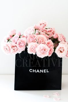 Wine Basket Gift Ideas Discover Chanel Bag with Flowers Stock Photography Girl Boss Stock Photography Floral Wall Art Fashion Art Printable Digital Stock Photography Paredes Color Pastel, Flower Fashion, Fashion Art, Paper Fashion, Spring Fashion, Chanel Dekor, Chanel Party, Wine Gift Baskets, Basket Gift