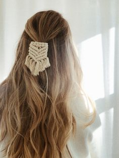 Alligator clip - boho macrame for sale on Etsy Macrame Headband, Macrame Jewelry, Macrame Plant Hangers, Macrame Design, Macrame Projects, Macrame Patterns, Diy Hairstyles, Diy Fashion, Hair Clips