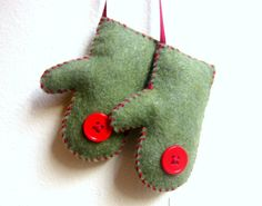 Mittens Christmas ornament. Repinned by www.mygrowingtraditions.com