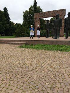 kolmannen vuoden yo-pohjaiset matkailualan opiskelijat vetävät yhteistä aloitusta fellmannin puistossa