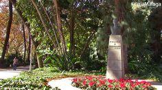 Existe también un busto dedicado al poeta Ruben Darío, obra de José Planes.