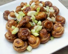 Mushrooms Oriental Ingredients cup extra virgin olive oil cup white vinegar 2 tablespoons soy sauce 2 tablespoons chopped garlic 5 cups mushrooms, about 1 pound 2 tablespoons thinly sliced green onions ( or more) Mushroom Appetizers, Mushroom Recipes, Vegetable Recipes, Mushroom Dish, Marinated Mushrooms, Stuffed Mushrooms, Garlic Mushrooms, Roasted Mushrooms, Easy Make Ahead Appetizers