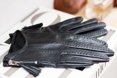 Leather gloves || by http://chaloth.se