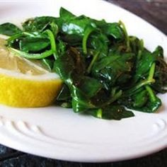 Buttery Lemon Spinach - The lemon and butter flavor is a nice compliment to the spinach. I simply sauteed the spinach in a skillet with the butter (I used a little olive oil too) and garlic and then finished with a splash of lemon juice Healthy Vegetable Recipes, Spinach Recipes, Clean Eating, Healthy Eating, Healthy Food, Enjoy Your Meal, Low Calorie Recipes, Vegetable Dishes, Olives