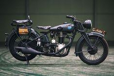 - Pipeburn.com | Bringing you the world's best café racers, trackers, scramblers & custom motorcycles