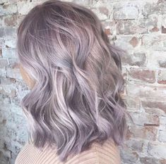 50 Fashionable Gray Ombre Hair Ideas for Women For many years, the gray color was one of the most important trends of the season. And today we ask for an assignment on the trendy gray ombre and hai… Lavender Grey Hair, Pastel Purple Hair, Grey Ombre Hair, Best Ombre Hair, White Hair, Silver Purple Hair, Light Purple Hair, Purple Roses, Pelo Color Plata