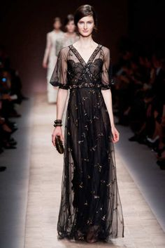 View the Valentino Spring 2013 RTW collection. See photos and video of the S2013RTW runway show. Valentino
