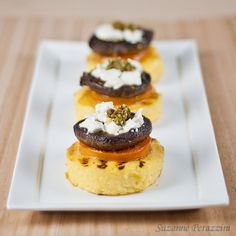 Tapas can be a a great meal, if you make enough of a variety, or an excellent appetizer. The choice is yours with this recipe for Mushroom, Polenta, and Tomato Tapas. Tapas Party, Mushroom Polenta, Tasty, Yummy Food, Cereal Recipes, Appetizer Recipes, Vegetarian Appetizers, Tapas Recipes, Vegetarian Recipes