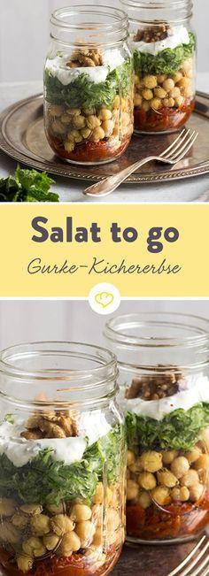 Einfüllen, zuschrauben und einpacken - Kichererbsen, Gurken und andere frische Zutaten machen sich's hier Schicht für Schicht im Glas gemütlich.