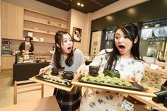 green tea KUZUMOCHI & kinako KUZUMOCHI in Nihonbashi ^^ Funabashiya @ COREDO Muromachi 1 1F  #japankuru#japan#cooljapan#coredo#nihonmachi#muromachi#shopping#sweet#kuzumochi#mochi