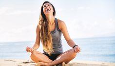 Echte Yogis schwören darauf dass Yoga körperliche Beschwerden lindern und sogar Krankheiten heilen soll. Stimmt das? Das sagt die Wissenschaft dazu