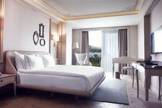 Lazzoni Hotel'in tüm odaları Lazzoni Grubunun ödüllü tasarımcıları tarafından benzersiz bir şekilde tasarlanmış ve döşenmiştir.