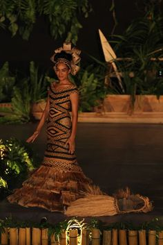 Miss Samoa 2012 Competition amazing dress WOWW :) Polynesian Wedding, Polynesian Art, Gala Dresses, Nice Dresses, Wedding Dresses, Wedding Attire, Tiare Tahiti, Tapas, Island Wear
