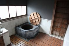 五右衛門風呂 Goemon-buro (Japanese traditional bathroom)