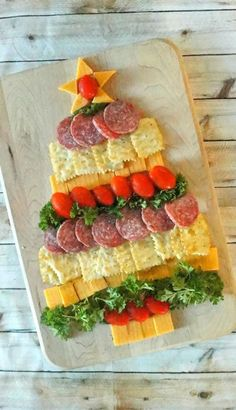 Easy Holiday Party Appetizers: Cheese, Cracker and Sausage Christmas Tree – Ho. Easy Holiday Party Appetizers: Cheese, Cracker and Sausage Christmas Tree – Ho… – Christmas Cheese, Christmas Party Food, Xmas Food, Christmas Cooking, Christmas Desserts, Christmas Tree, Christmas Dinners, Xmas Dinner, Christmas Crackers