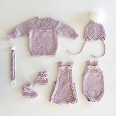 Gleder meg kjempemye til å bli tante💕 #ankerstrøje #ankerstrøye #lunestriber #lunestriberhue #kjappstrikkadrakt #lillebrorsromper… Knitting Patterns, Instagram, Knit Patterns, Cable Knitting Patterns, Knitting Stitch Patterns, Crochet Pattern, Loom Knitting Patterns
