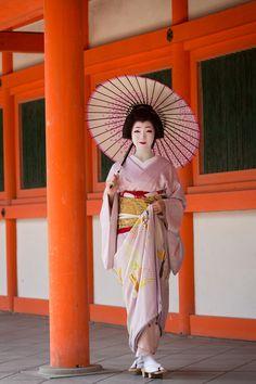 Most famous geiko in Miyagawacho - Toshikana (SOURCE)