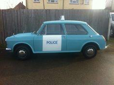 Morris / Austin Police car British Police Cars, Old Police Cars, Old Cars, British Car, Austin Police, Austin Cars, Military Vehicles, Police Vehicles, Police Patrol