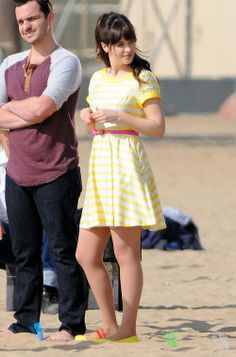 Zooey Deschanel wears a cute yellow dress while waiting on the beach to film a scene for her show The New Girl on Thursday (January in Los Angeles. Zooey Deschanel Style, Zoey Deschanel, Cute Yellow Dresses, Cute Dresses, New Girl Style, My Style, Mod Fashion, Girl Fashion, Hollywood Star